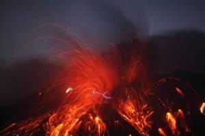 Rayo en plena erupción Volcánica